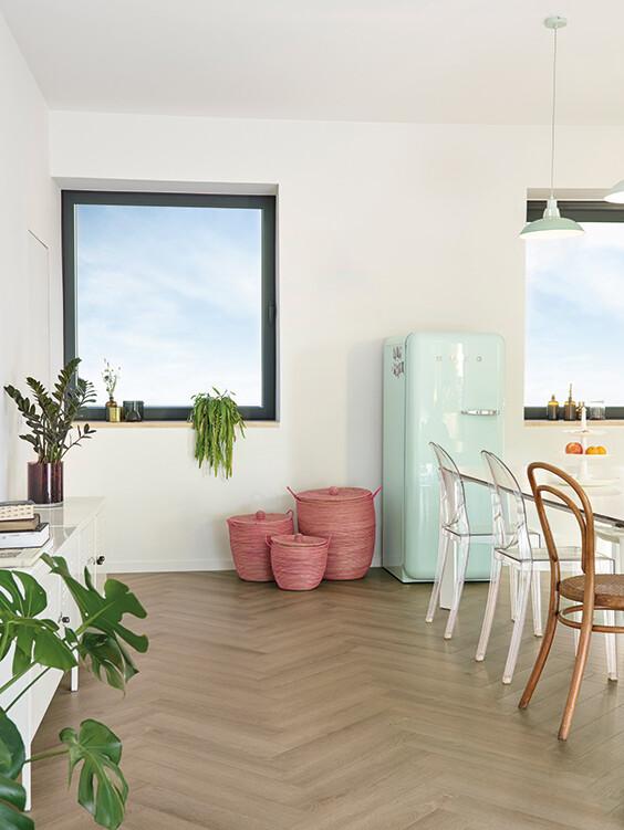 parquetvinyl-vinyl-vloer-sava-visgraat-almond-keuken